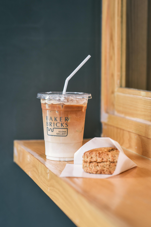 Baker Bricks (สุขุมวิท) คาเฟ่เล็ก ๆ  ที่อบอวลไปด้วยกลิ่นหอมกรุ่นของสโคนอบแบบต้นตำรับจากไต้หวัน - BKKMENU
